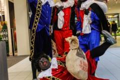 Met Sinterklaas op de foto in het Kanaal Passage